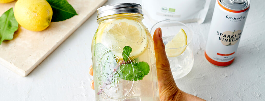 Infused Water mit Apfelessig